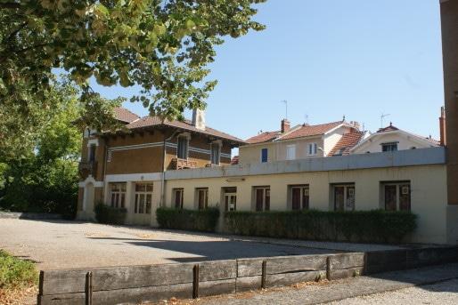 L'aile ajoutée pour accueillir les dortoirs relie la villa à l'ancienne loge du gardien. ©MP/Rue89Lyon