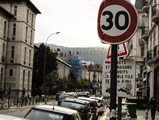 En 2016, la vitesse de circulation sera limitée à 30km/h dans 43 communes de l'agglomération grenobloise. ©VG/Rue89Lyon