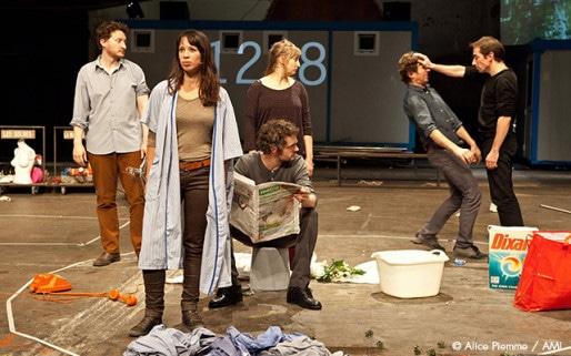 """""""Dehors"""" de Thomas Derrick- Mise en scène d'Antoine Laubin. Au festival Sens Interdits 2015."""