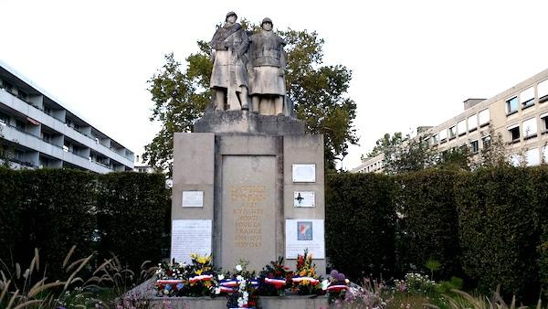 Monument aux morts d'Oran transplanté à la Duchère en 1968. Photo du 25 septembre 2015.