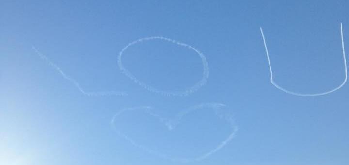De l'amour dans le ciel et sur les timelines Facebook des Lyonnais