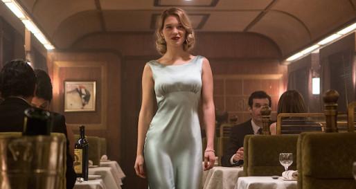 Madeleine (Léa Seydoux) en route pour diner avec Bond.