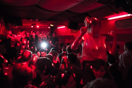 Un concert qui se passe bien, au Sonic, à Lyon.