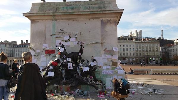 Un jeune roué de coups place Bellecour: l'extrême droite radicale en accusation