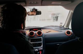 Dans la voiture de Barthélémy salarié sur la zone CargoPort à Lyon-Saint-Exupéry et qui covoiture tous les jours depuis Lyon © Photo BE/Rue89Lyon