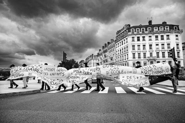 """Une des photos de Bertrand Gaudillère """"Des chiffres, un visage"""" vers le pont de la Guillotière à Lyon. ©Bertrand Gaudillère"""