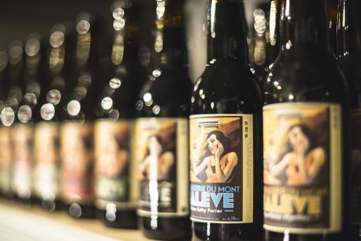 Mais ne serait-ce point des bouteilles de l'excellente bière du Mont Salève ?