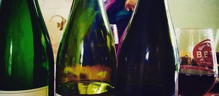 Vin naturel et réglementation, la question qui agite les bouteilles