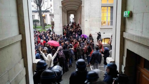 L'intervention des forces de police à l'université Lyon 2 jeudi 11 février a déclenché la colère des enseignants et étudiants © Photo LB/Rue89Lyon