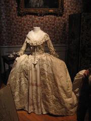 Musee-tissus-lyon-france-robe
