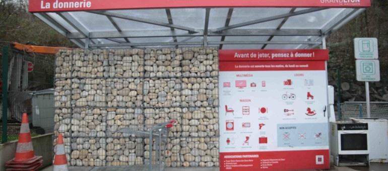 Des donneries à Lyon: donner et récupérer, nouveau principe à la déchèterie