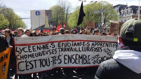 Les lycéens en tête du cortège du 9 avril à Lyon contre la loi travail. ©LB/Rue89Lyon