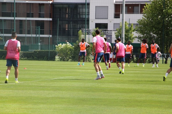 Il y a plus de 10 ans déjà, Hatem Ben ARfa et Karim Benzema découvraient les pelouses d'entraînement de Tola Vologe © LM/Rue89Lyon