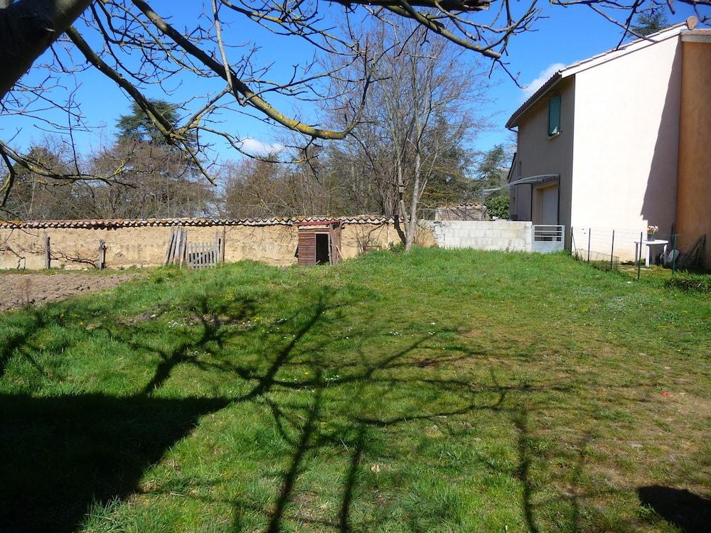 Pr s de lyon une commune vend un de ses terrains la for Prix des terrains au m2