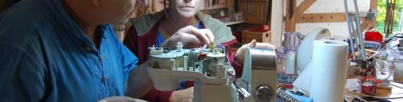 En actionnant manuellement la commande du relai le robot mixeur revient à la vie. BE/Rue89Lyon