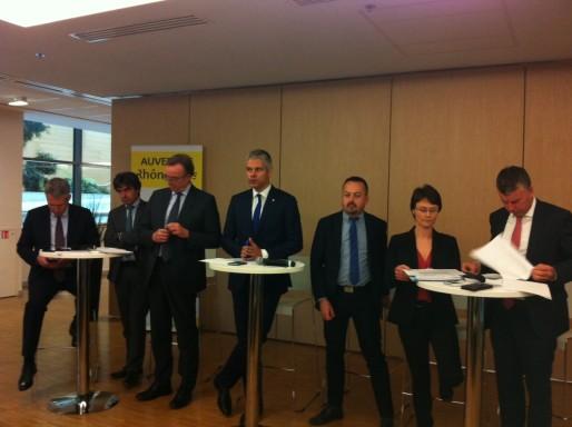 Laurent Wauquiez et quelques membres de son exécutif, dont Juliette Jarry, lors de la présentation du budget 2016 d'Auvergne Rhône-Alpes. Crédits : Rue89Lyon.