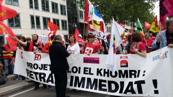 Banderole syndicale contre la loi travail le 26 mai. ©LB/Rue89Lyon