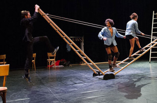 Du 9 au 12 juin, aux Livraisons d'été, quatre artistes de cirque explorent l'ascension, la chute, la lutte, la précarité de l'équilibre, la nécessité d'être ensemble pour tenir.