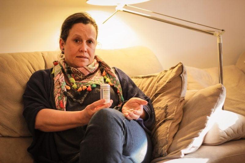 Sabine Fressinnier, 51 ans, est épileptique depuis l'âge de 9 ans. Elle prend de la Dépakide depuis l'âge de13 ans. Crédit Damien Renoulet