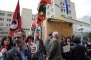 Profs et surveillants rassemblés devant le rectorat le mercredi 1er juin. ©SS/Rue89Lyon
