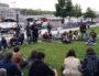 """Une centaine de personnes ont assisté à l'AG bilan de """"Nuit Debout"""", sur la pelouse des Berges du Rhône, le 3 juin, après la fin de l'occupation de la place Guichard. ©LB/Rue89Lyon"""