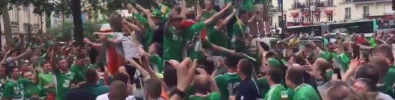 Des supporters de foot irlandais dans les rues de Paris lors de l'Euro 2016. Capture d'écran Youtube