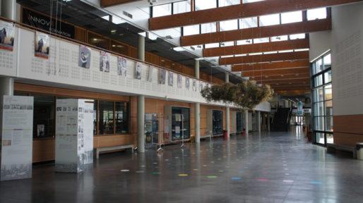 Hall du batiment de la Société d'Enseignement Professionnelle du Rhône à Lyon. © Romain Chevalier/Rue89Lyon
