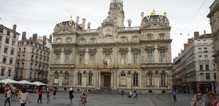 Citoyen-nes, sachez-le : la Ville de Lyon féminise sa com'