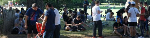 Les joueurs du jeu Pokémon Go se retrouve par dizaine au parc de la Tête d'Or à Lyon. © Romain Chevalier/Rue89Lyon