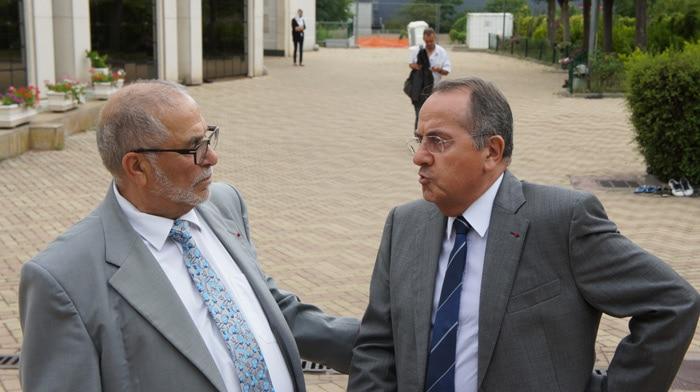 Depuis 2014, tous les préfets successifs ont soutenu l'IFCM. Ici, Michel Delpuech, préfet du Rhône en 2016 et Kamel Kabtane, le recteur de la Grande Mosquée de Lyon qui inaugurera l'IFCM. © Romain Chevalier/Rue89 Lyon