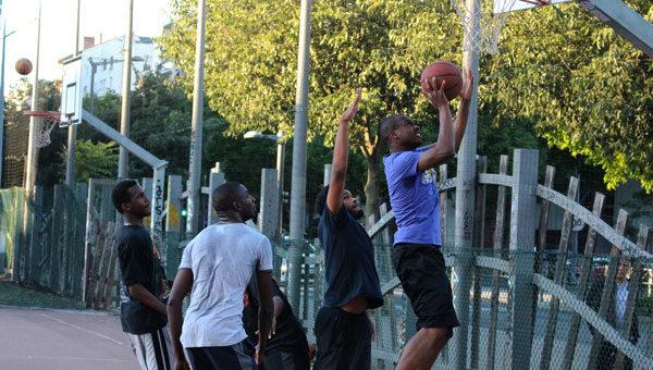 Street-ball : à Lyon, le basket se pratique aussi dans la rue
