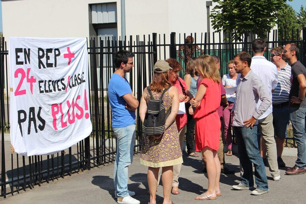 L'immense majorité des enseignant du collège Henri Barbusse, à Vaulx-en-Velin, était en grève, en le jour de rentrée, le 1er septembre. © Amélie James/Rue89Lyon.