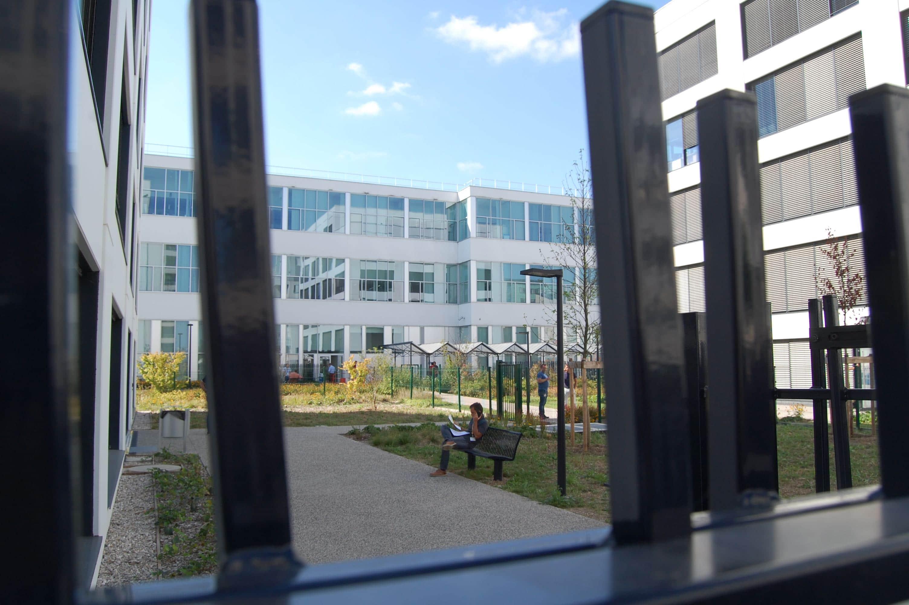 Immeubles de bureaux et ancienne usine Tase rénovée dans le secteur de Carré de Soie à Vaulx-en-Velin. © BE/Rue89Lyon