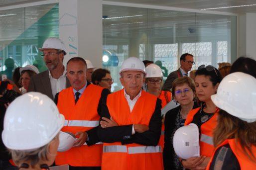 Gérard Collomb, Michel Le Faou, Annie Guillemot et Fouziya Bouzerda lors de la visite du chantier de l'immeuble Silex 1 le 30 août 2016. © BE/Rue89Lyon