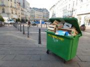 Dans toute la ville, les immeubles sont la norme et les poubelles sont souvent en sous-effectif. © Gaëlle Ydalini