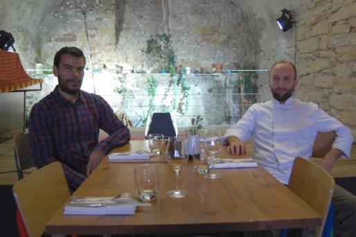 """Olivier Mesnard (à gauche) et le chef Yann Gaillard du restaurant """"Aux bons sauvages"""". Photo BE/Rue89Lyon"""