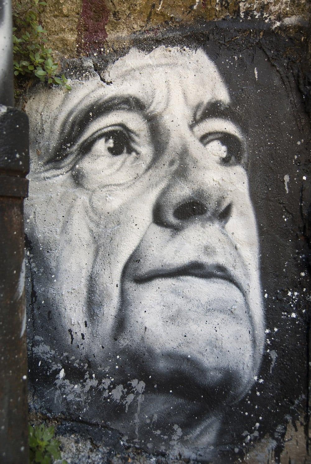 Portrait d'Alain Juppé peint sur «La Demeure du Chaos» de Saint-Romain-au-Mont-d'Or. CC 999 Demeure du Chaos
