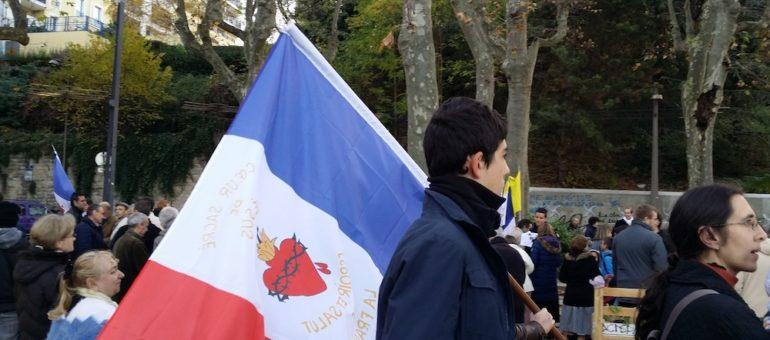 Malgré l'interdiction du préfet, les cathos traditionalistes ont manifesté