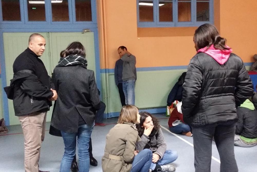 L'occupation du gymnase de l'école Gilbert Dru a débuté lundi 7 novembre. ©LB/Rue89Lyon