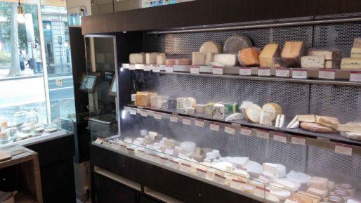 La vitrine de la fromagerie, un gros investissement de départ pour Jean Bordereau. Photo BE/Rue89Lyon