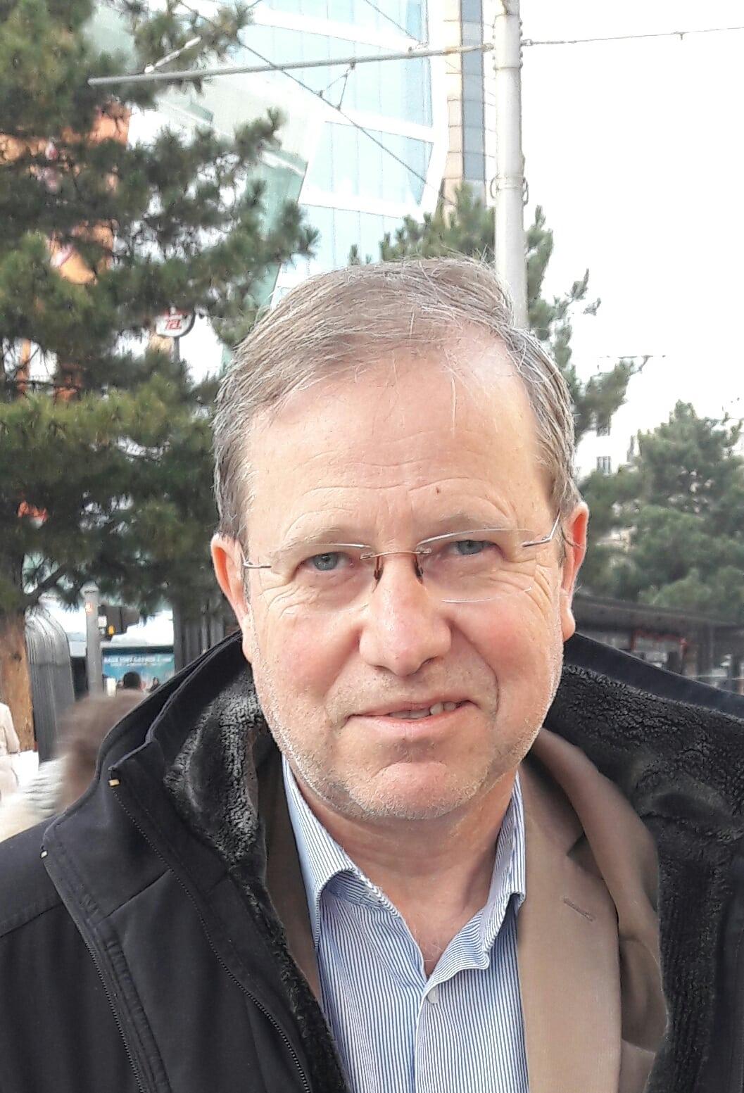Apr s sarkozy herv voudrait voter pour l 39 crivain for Alexandre jardin ecrivain