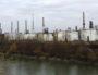 La raffinerie Total vue de l'île de Chèvre. ©LB/Rue89Lyon