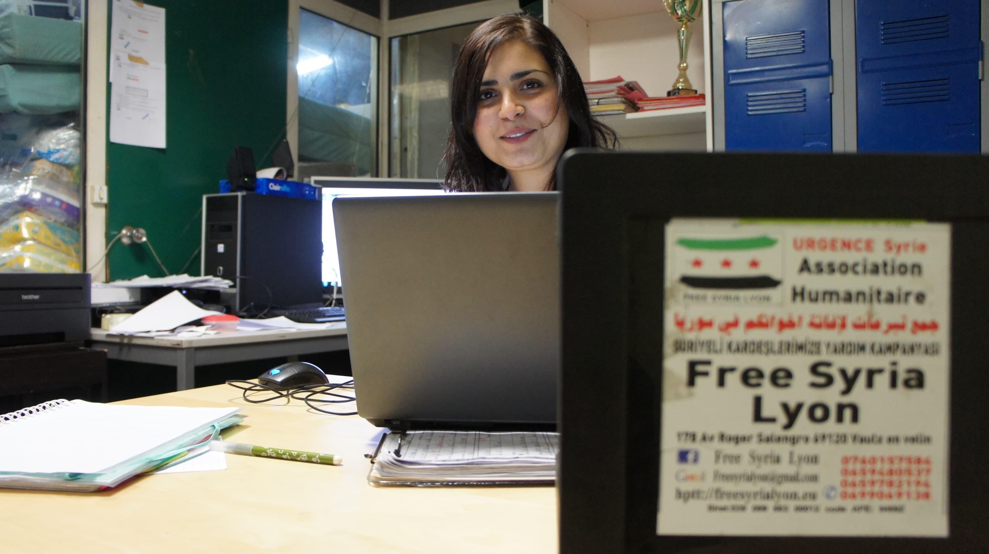 Farida Samaoui gère bénévolement l'aspect administratif de Free Syria Lyon. ©Rue89Lyon