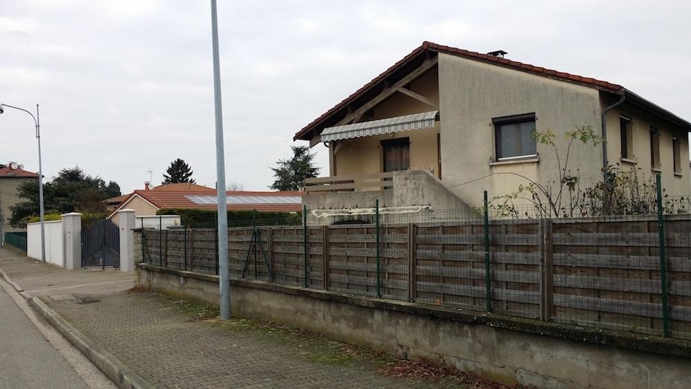 Une des maisons du quartiers des Razes à Feyzin frappée par une mesure de délaissement. ©LB/Rue89Lyon