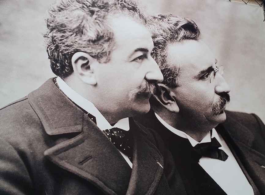 Une affiche représentant les deux frères au musée Lumière. ©Rue89Lyon