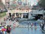 """A Séoul, la Cheonggyecheon est devenue les « Champs Elysées » de Séoul. Capture d'écran du livre de Paul Lecroart, """"La ville après l'autoroute : études de cas"""""""