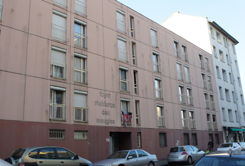 """L'ancien foyer pour personnes âgées aveugle de Lyon-Gerland devenu """"centre de préparation au retour"""" de l'OFII ©CGD/Rue89Lyon"""