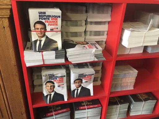 Les tracts pour Manuel Valls a la fédé PS du Rhône, à la veille du premier tour de la primaire. ©DD/Rue89Lyon.