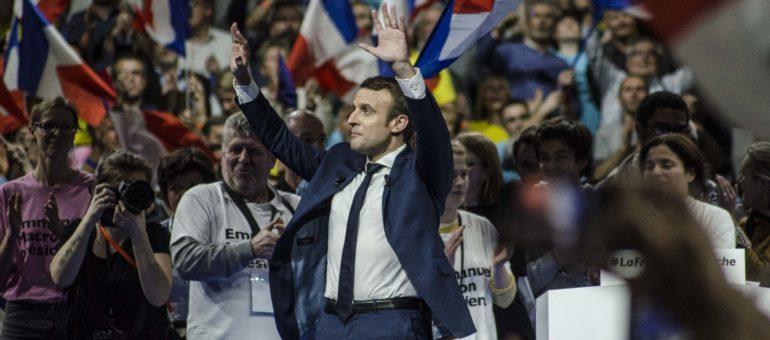À Lyon, Emmanuel Macron navigue de gauche… à droite toute