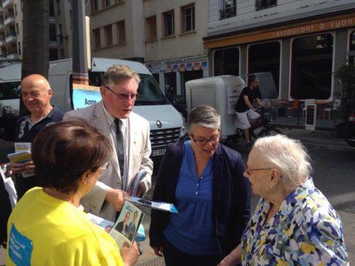 Anne Brugnera, candidate pour la République en marche !, au marché du 6ème le 23/05/2017 pour la campagne des législatives ©HH/Rue89Lyon